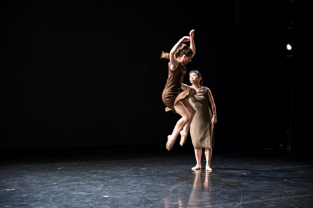 TDT artists Alana Elmer and Megumi Kokuba rehearsing  Chiasmata with choreography by Christopher House. Photo:Ömer Yükseker, 2017.