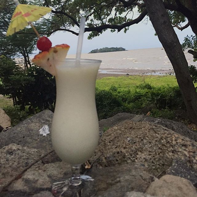 No trip to an island is complete without the requisite #pinacolada  #drinks #cocktails #cocktailroadshow #nica #umbrelladrink #mixology