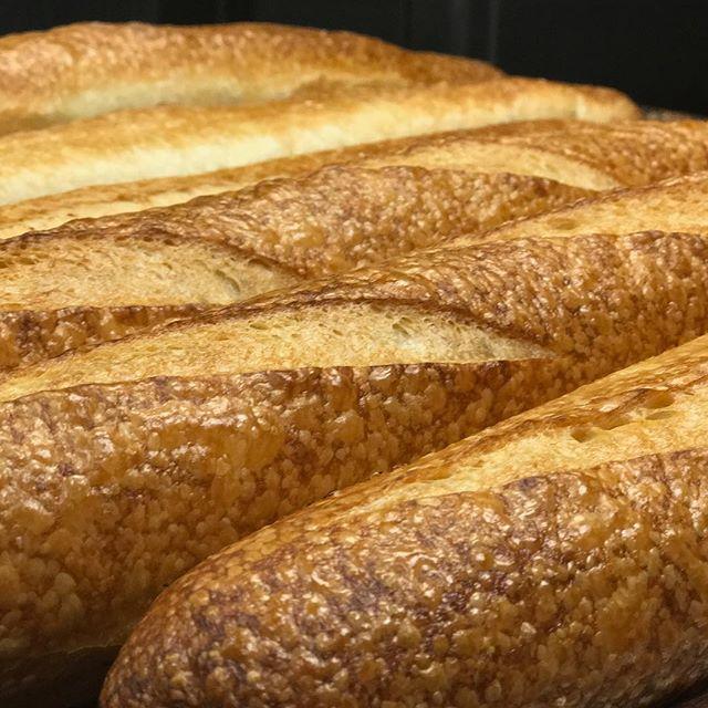 🥖Fresh baked baguette🥖 . . . . #baguette #edinamn #excelsiormn #mn #minnesota #smallbusiness #bakery #patisseriemargo #patisserie #localbakery #shoplocal #shopsmall #freshbread #bread #french #frenchbread #yum #lunch #baking #bake #crust