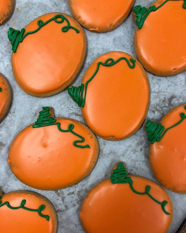 Pick up a sugar cookie for your pumpkin 🎃 . . . . . . . . . . #trickortreat #sugarcookies #cookies #pumpkin #fall2018 #happyhalloween #halloween #patisseriemargo #patisserie #french #bakery #edinamn #excelsiormn #shopsmall #shoplocal #minnesota #mn #localbakery #yum #baking #sweets #dessert