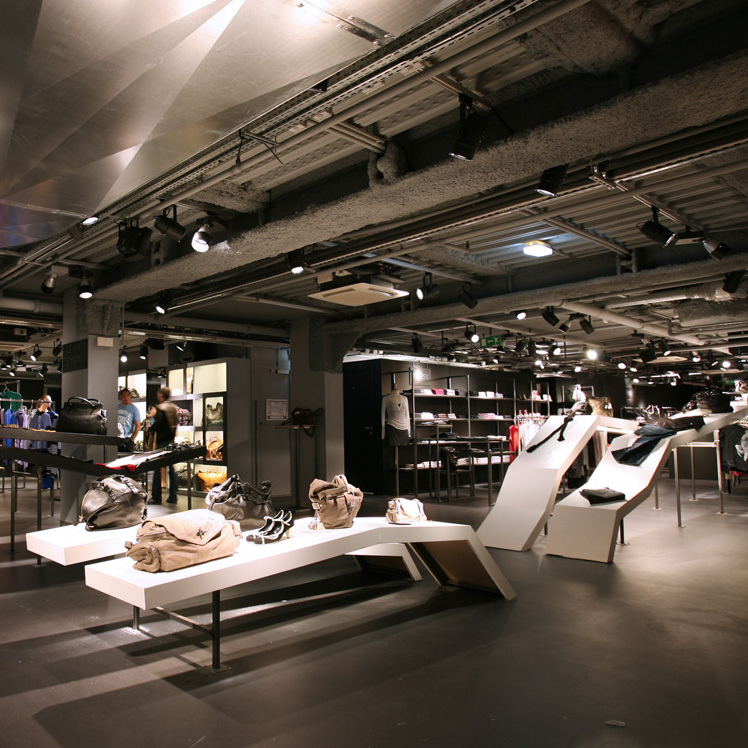 This well-located concept store on the Champs Elysées has a wide assortment of known and lesser-known contemporary brands