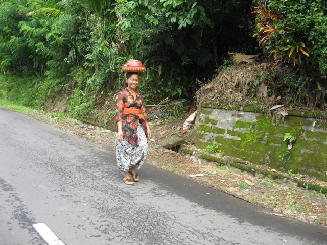 A Balinese woman goes to temple in Selat