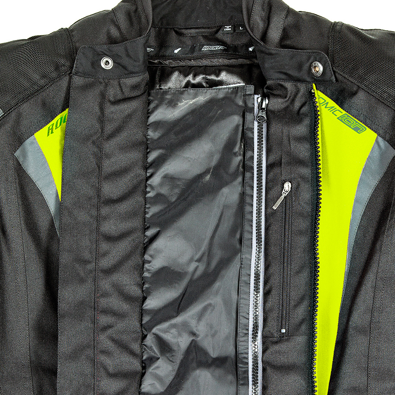 1. Dual closure main zipper with integrated storm flap