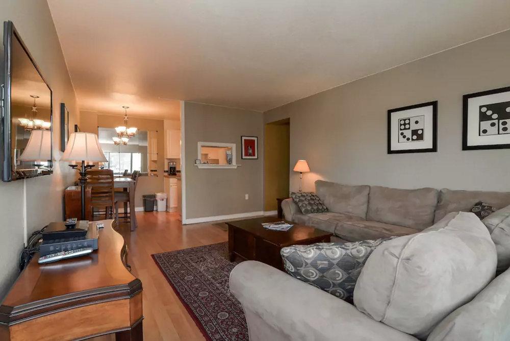 1307 Living room 2.jpg