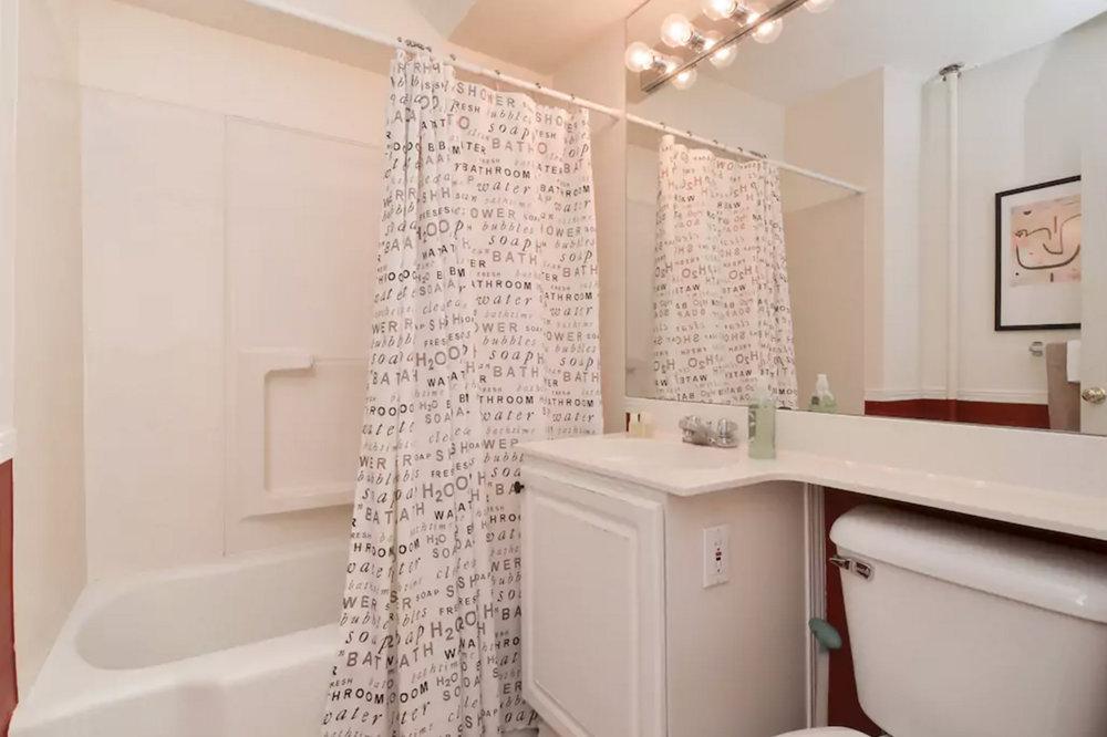 1307 Bath 2.jpg
