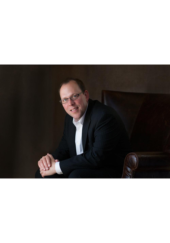 head-shots-gretchen-adams-photography-outdoor-portrait-attorney-lawyer-3.jpg
