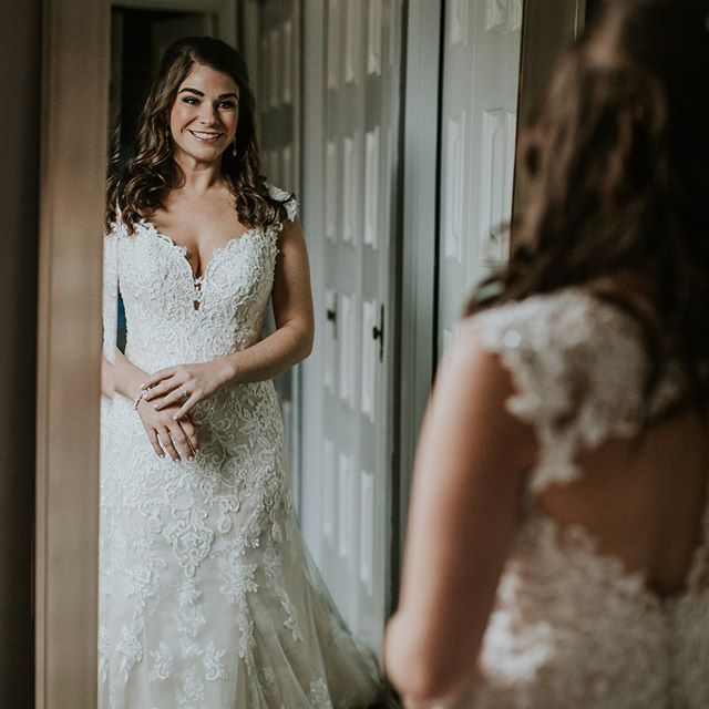 @heatherngeary made such a gorgeous bride!! I am loving these photos from the beginning of the day at her home getting dressed up! Swipe to see her incredible makeup artist @michaelafrancesartistry at work!! #wedding #weddingdress #louisvilleweddingphotographer  #kentuckyweddings #louisvillebride #bridalmakeup #gettingreadygoals #bride #weddingseason