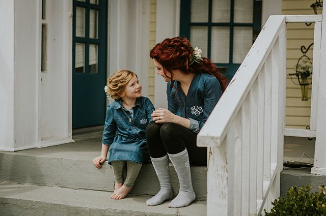 I absolutely love this shot of this bride and her little girl chatting on the porch while they get ready for the wedding.  I'll definitely have to post more of Sam in her dress because she was a STUNNING bride.. Swipe to catch a shot of @michaelafrancesartistry working her magic!! #gettingready #bride #louisvilleweddingphotographer #louisvillebride #weddingday #louisvillewedding #louisvilleportraitphotographer #weddingdaymoments #momanddaughter