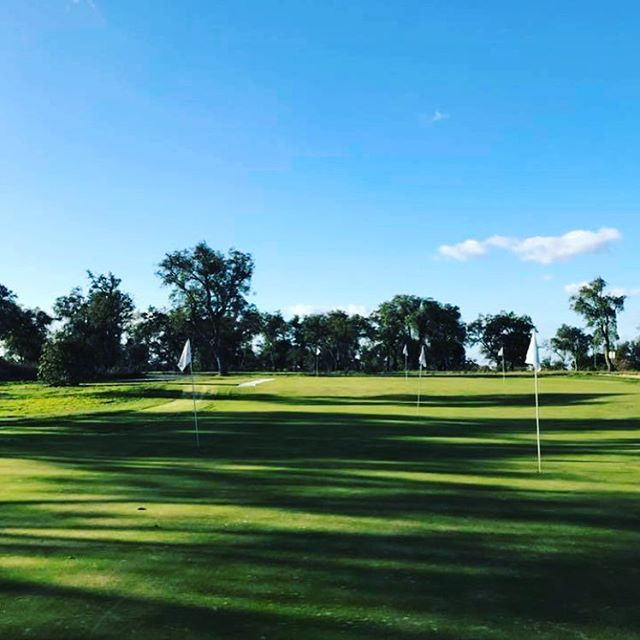 Preparation for 2018 has begun. Spending a few days with my coach Colin just south of Lisbon at the stunning Ribagolfe. What a place this is#Ribagolfe#hiddengem#golf #instagolf #whyilovethisgame #teetime #athlete #discipline #hardwork #hardworkpaysoff #sorenkjeldsen #danmark #denmark #pumagolf #srixon #europeantour #mercedes #ejnerhessel