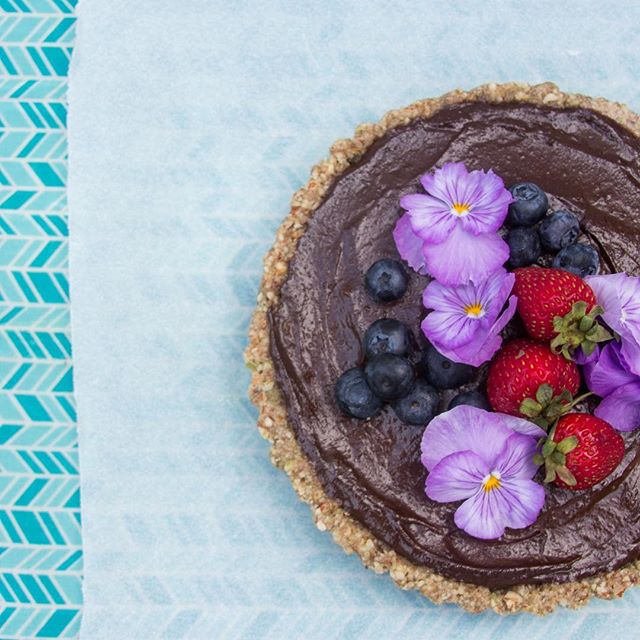 That moment when your dinner guest requests the dessert recipe and you write down avocado!! 😂 😂 Our Raw Chocolate + Avocado Tart being 100% healthy came as a bit of a shock! Made me smile so much. 😊 Healthy can taste so good. Recipe is up on our blog! #rarethrill! #nutrition