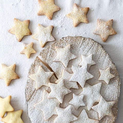 For all you health conscious peeps who plan on doing Christmas a bit differently, our gluten free, refined sugar free grass-fed buttery shortbread recipe is now up on the blog... and it's good!! 😍 Saying N.O. to the food coma this Chrissy. Feel good festivities, come at me!! How 'bout you? #healthyhappychristmas #liveyourbestlife