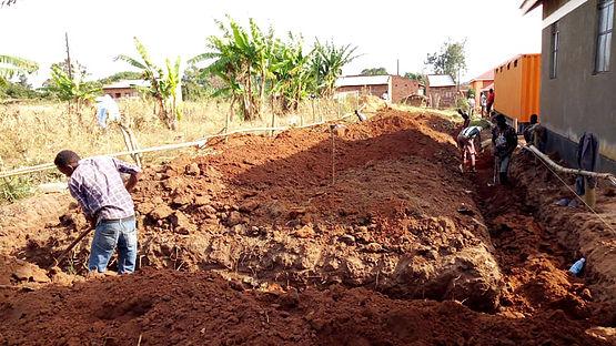 01 - Bauarbeiten AIC Schule Uganda.jpg
