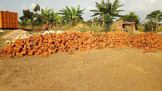 05 - AIC hilft Uganda preschool Schule.jpg