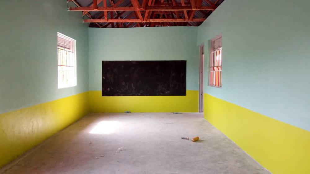 Klasse Raum AIC Vorschule Uganda.jpg