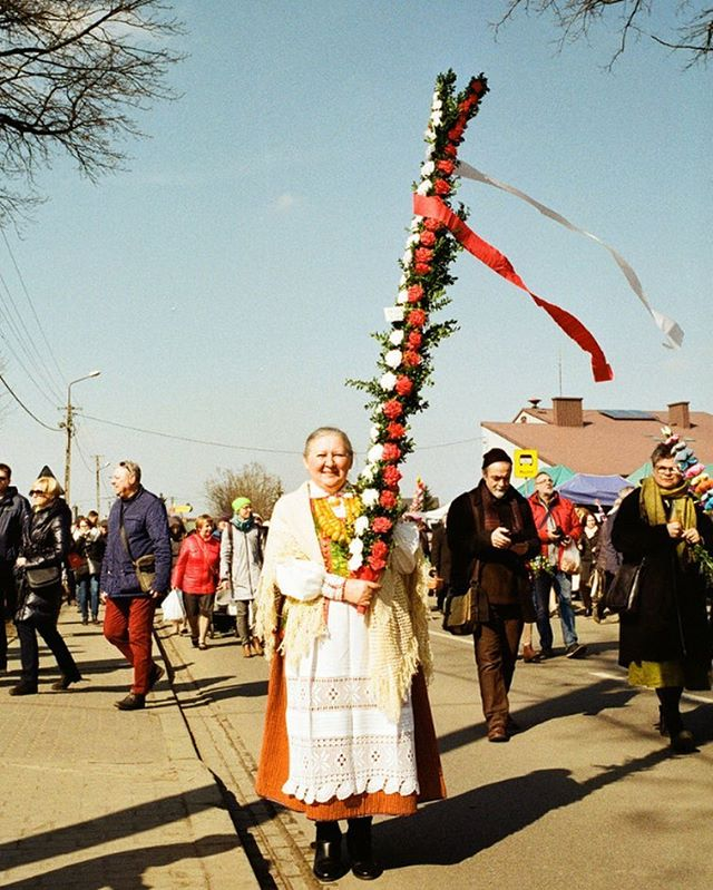 A few photos from the Palm Sunday series I took last year in Poland. Palm Sunday is a Christian celebration that symbolises Jesus's arrival to Jerusalem and always takes place a week before Easter. The palm branches symbolise rebirth, but because these palms aren't easily available in Poland, the people make these amazing decorative 'palms' from paper and dried flowers which are then displayed during the church service. Here we went with @karolinamerska to the village of Łyse which is famous for creating the tallest palms in the country. The church service is followed by a competition to choose the most beautiful palm of the year. There is also a small street market. ———————————————————————— A lovely selection of Polish Easter palms is available to buy @_folka_ - our little shop in Brixton Village, London. #Easter #palmsunday #niedzielapalmowa #polishfolk #polishfolklore