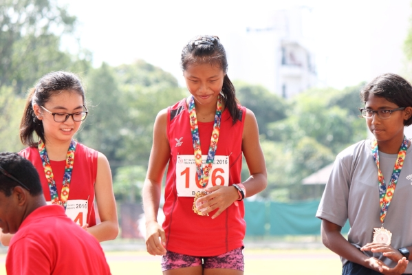 Dora collecting her gold medal. 1st runner up - Shantel Chua of Bendemeer Secondary, and 2nd runner up -  Divya K Rajendran of Guangyang Secondary.