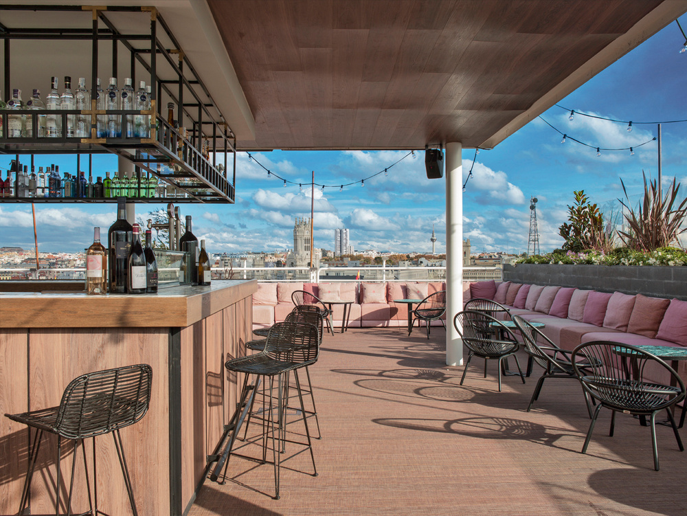Photo credit:http://www.traveler.es/experiencias/galerias/nh-hoteles-cinco-estrellas-madrid/1661/image/85018