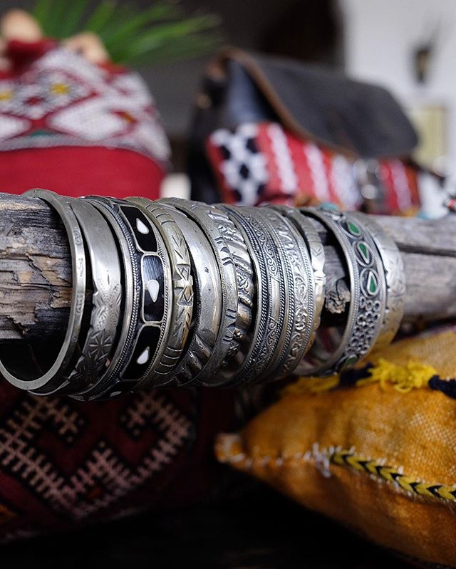 These handworked #antique silver bangles from the #Berber nomad tribe got some weight to 'em! Inquire within for details 👆🏽 #berberstyle #morocco #antiquejewelry #vintageshop #handmadejewelry #nomadlife