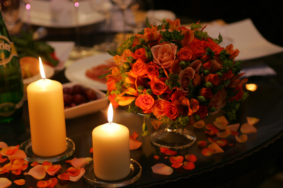 candle-light-dinner-at-home-decoration-can-din-6-romantic-dinner-date-table-decoration-candle-flowers.jpg