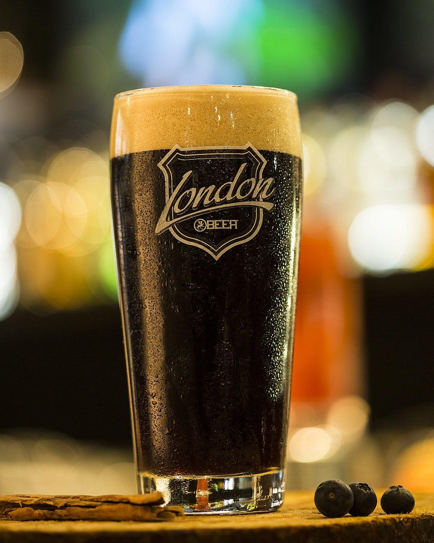 London Rye - Cerveza London/bulleit rye/amaretto/licor de cafe.