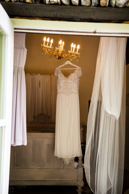Ballybeg_wedding_photographer_roger_kenny_portrait-room_Ireland_020.jpg