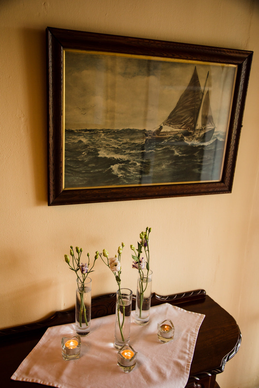 Ballybeg_wedding_photographer_roger_kenny_portrait-room_Ireland_121.jpg