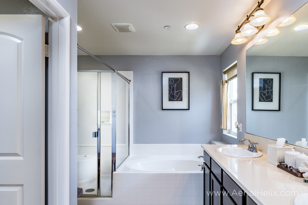 HELIX - bathrooom - real estate photography.jpg