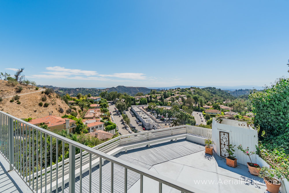 Mullholland Drive - HELIX Real Estate Photographer-33.jpg