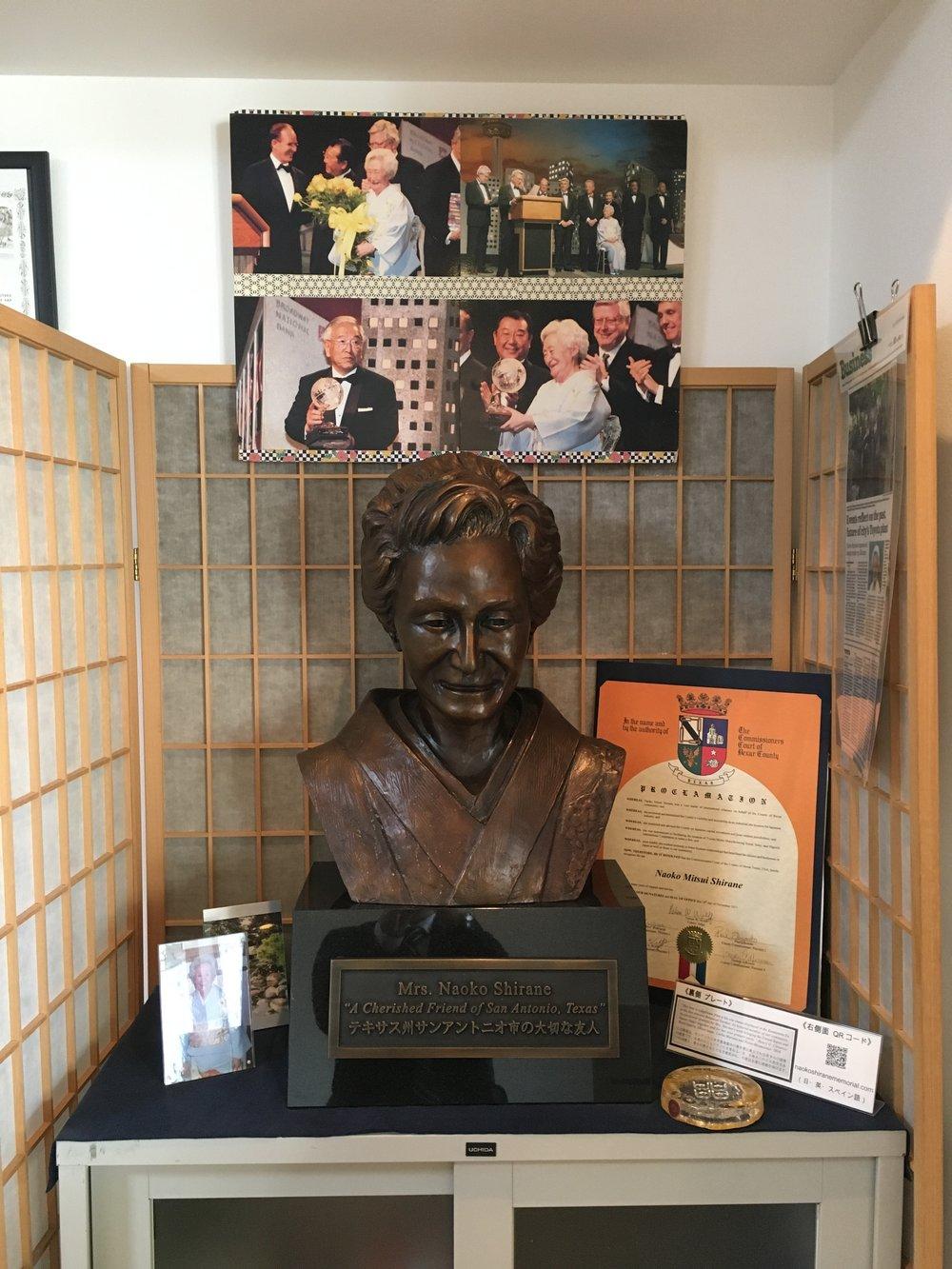 テキサス州シニアアドバイザー、テキサス日本事務所代表を務めた白根直子氏(1926〜2013)の胸像