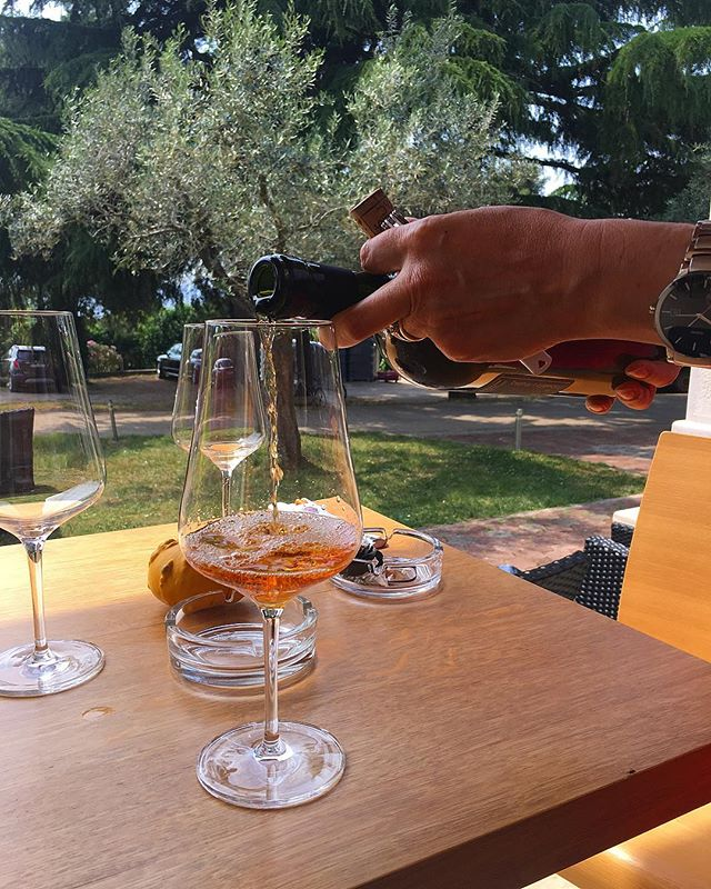 It's Friday, you made it, pour yourself a glass of wine! (This orange wine from Dobravac is one of our favorites.) 🍷😁🍷 ... ... ... ... #friday #friyay #fridaywine #fridayvibes #wine #winetime #wineoclock #winetasting #croatianwine #istrianwine #istria #rovinj #winelover