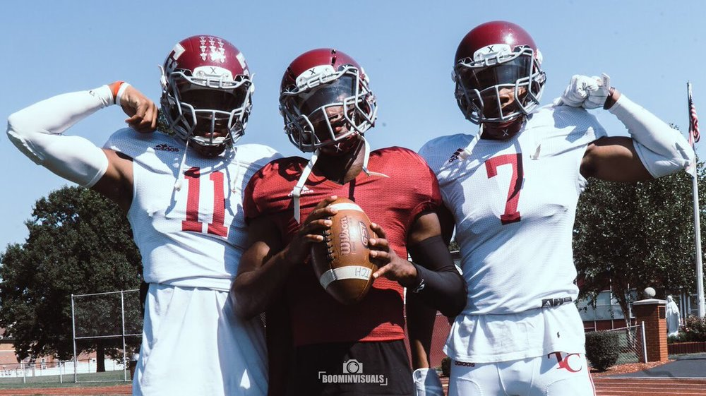 Marcus Washington (11), Isaiah Williams (center), and Shammond Cooper (7).