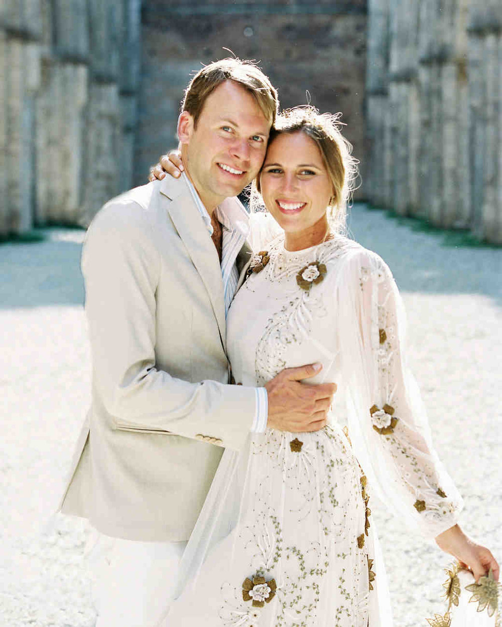 alexis-zach-wedding-italy-couple-12800_06-6419608-1117_vert.jpg