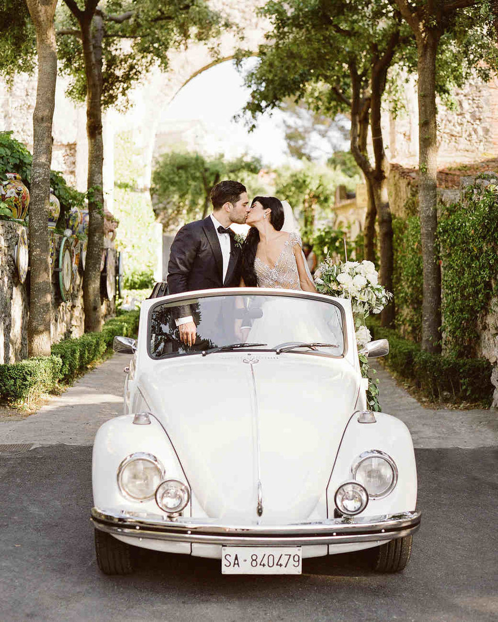 lisa-greg-italy-wedding-car-kiss-103312967_vert.jpg
