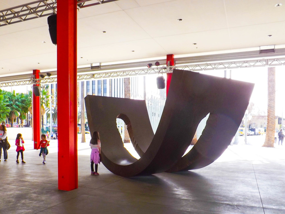 A tiny LACMA visitor engages with Christine Corday's  UNE , Los Angeles, 2015