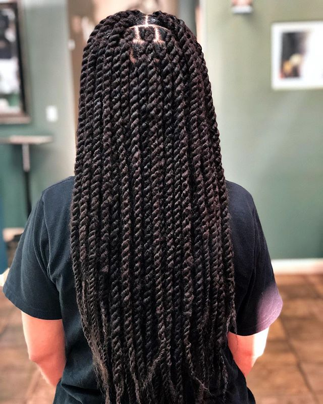 """Kinky Senegalese Twist"" ❤️ I love twisting from the root , once they get old they look so bomb with roots grown out . ➖➖➖➖➖➖ Book online 