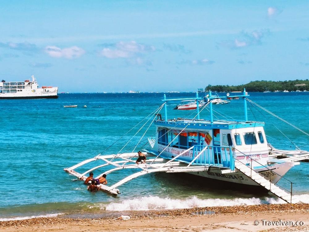What to do in Boracay! kids braid hair banana boat para gliding
