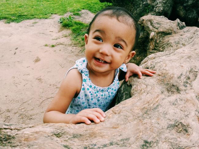 Redondo Park/Beach mother daughter encouraging inventiveness