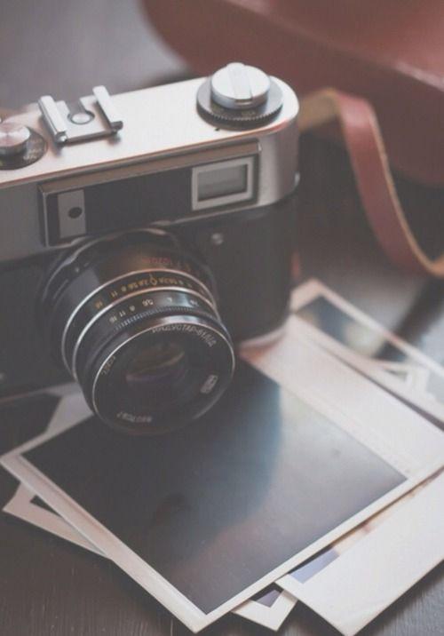 7019b28dbaa5cb2e866f4cb438faee46--vintage-polaroid-camera-retro-camera.jpg
