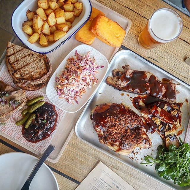 Now this is what you call a spread! We had @onehungryh sample the fine wares at @allhandsbrewinghouse as part of the influencer outreach program we've designed for our client @kingstreetwharf . The drool factor is high, right? #foodpic #foodblogger #foodie #influencer #contentmarketing #agencylife #sydney #twentiethletter