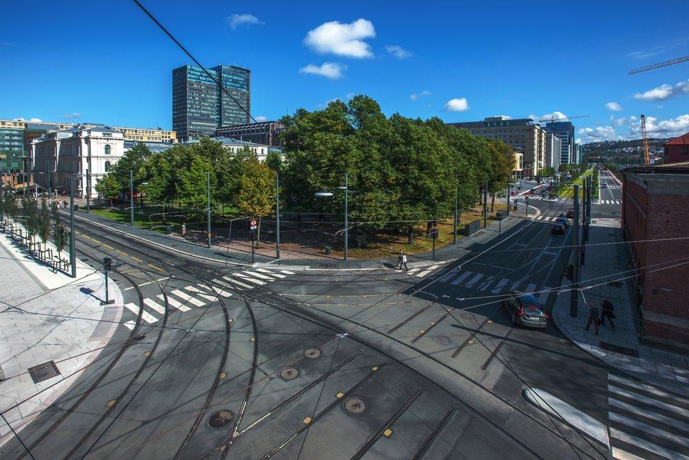 E18 Bjørvika Etappe 2 var det første prosjektet hvor Statens vegvesen stilte krav i konkurransegrunnlaget til modellbasert prosjektering og stikningsgrunnlag for alle fag. Byggeplan startet høsten 2009, Bygging 2011-2015. Som prosjektert, modellert og bygget.