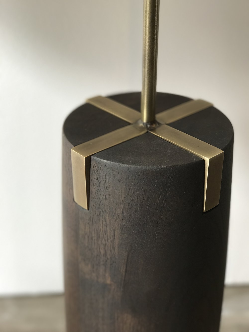 WOOD BASE LAMP