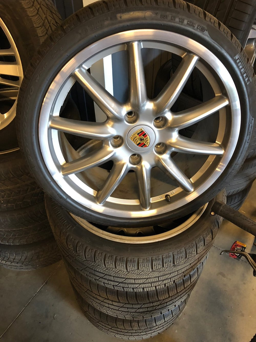 one set 997 wheels (with winter tyres, possibility summer tyres)