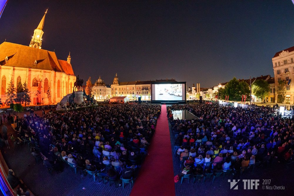 Transylvania International Fim Festival, outdoor projection in Unirii Square ( image source )