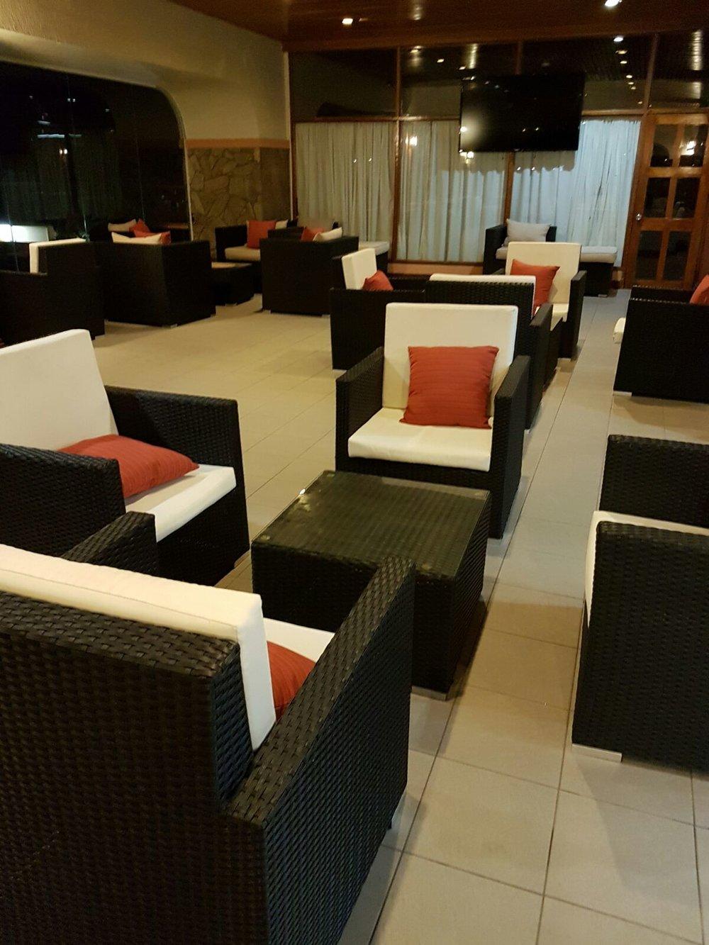 Soo many lounge options...