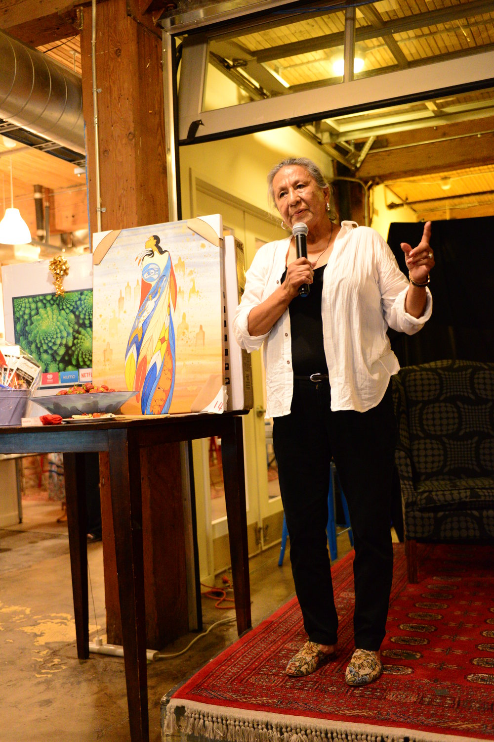 Maxine Noel explaining the significance behind her painting and #MMIW