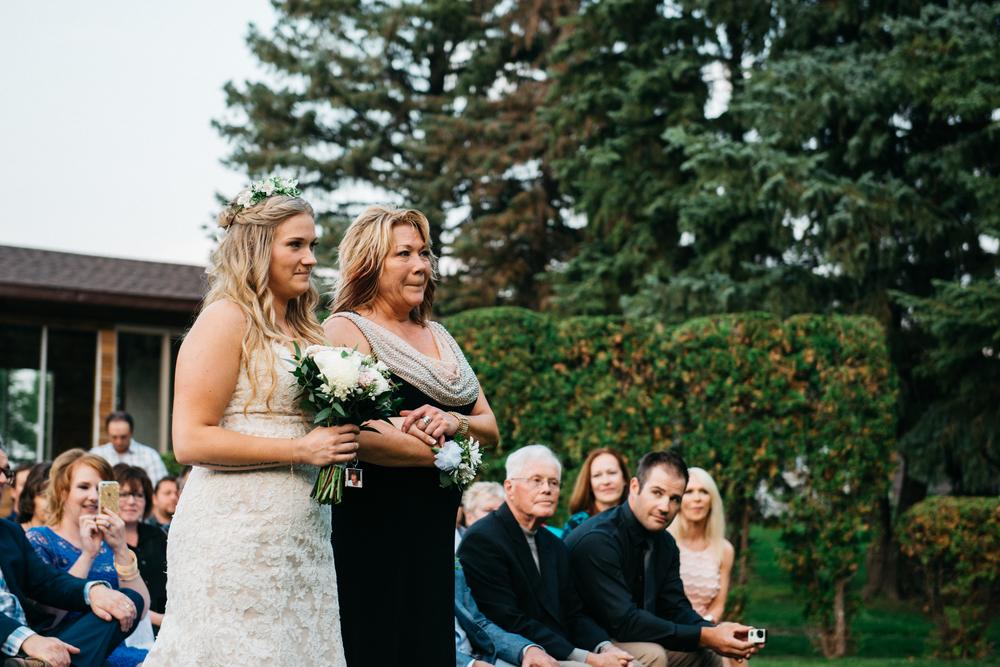 051_saskatoon_saskatchewan_small_town_wedding.jpg