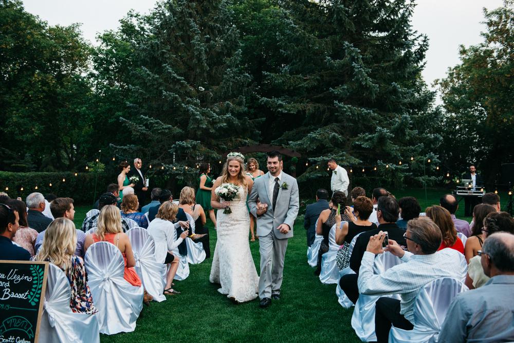 063_saskatoon_saskatchewan_small_town_wedding.jpg