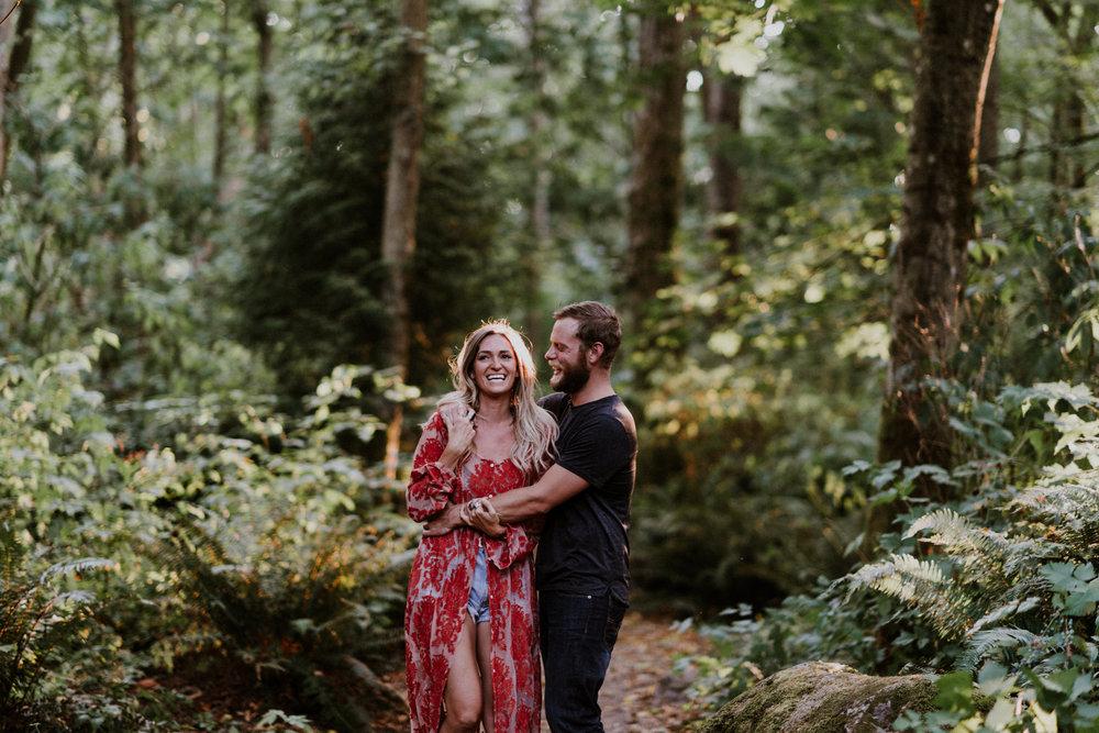 008_StacieCarrPhotography_vancouver-elopement-photographer-adventurous-engagement-smoke-bomb-beach.jpg