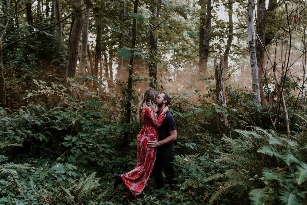 022_StacieCarrPhotography_vancouver-elopement-photographer-adventurous-engagement-smoke-bomb-beach.jpg