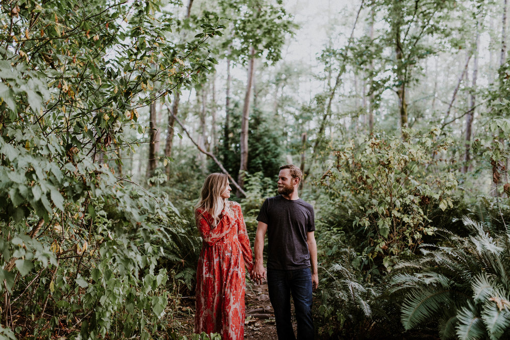 039_StacieCarrPhotography_vancouver-elopement-photographer-adventurous-engagement-smoke-bomb-beach.jpg